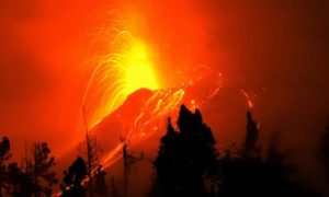 Specialists state : Fountain of liquid magma in Ecuador giving indications of 'potential breakdown'
