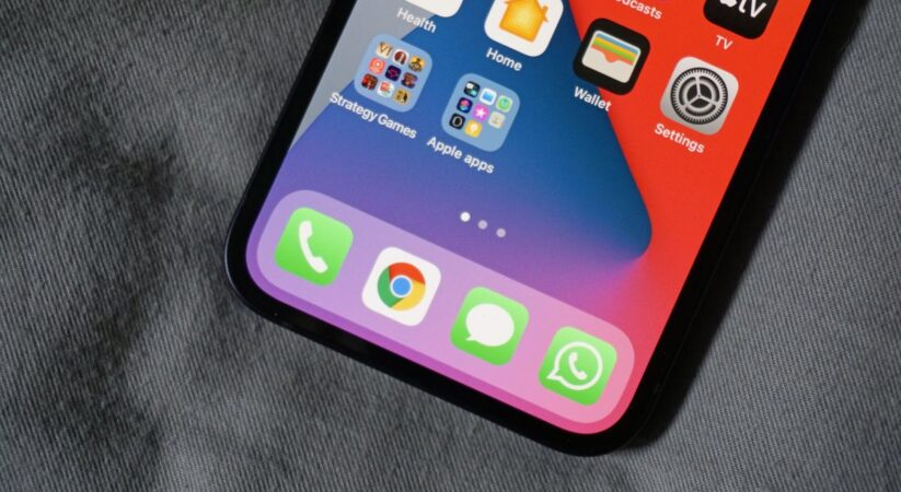 iMessage in 2021: what could it gain from WhatsApp and other informing applications