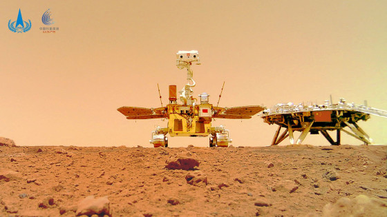 Photographs show Chinese meanderer on dusty, rough Martian surface